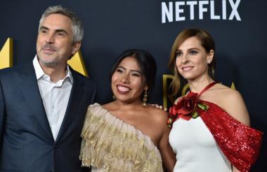 El director de Roma, el mexicano Alfonso Cuarón, la protagonista Yalitza Aparicio y la coprotagonista Marina de Tavira.