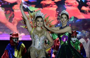 Carolina Suárez, Reina del Atlántico 2019, y María Alejandra Borrás, soberana de 2018.