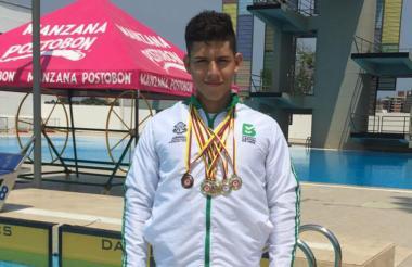 El nadador Diego Becerra, reserva del Team Barranquilla, logró presea de oro.