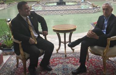 La imagen que se conoció esta tarde del periodista Jorge Ramos antes de la entrevista con el presidente Maduro.
