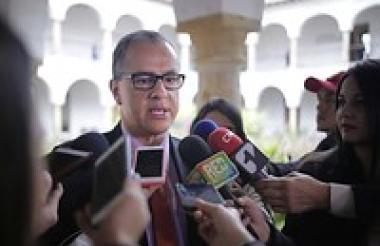 Diego Hernández Lozada, director de Colciencias.