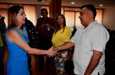 Maritza Chavarro, de la Fiscalía, y el abogado Remberto Benítez, en el acto público.