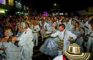 Bailarines durante el desfile de La Guacherna realizado el pasado viernes 22 de febrero.
