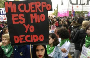 En Argentina, país natal del papa Francisco y con fuerte influencia de la Iglesia Católica, el tema ha dividido a la ciudadanía.