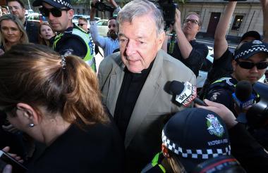 Cardenal Pell llegando a la corte de Melbourne.