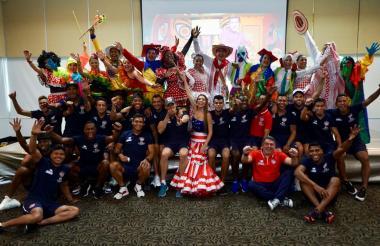 Hace una semana la reina del Carnaval de Barranquilla, Carolina Segebre Abudinen, visitó la concentración del Junior en el hotel Dann Carlton.