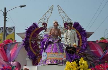 La reina Carolina Segebre su carroza Ciudad Dorada. Lució su vestido Emperatriz del Carnaval.