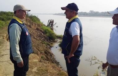 Los miembros de la delegación nacional y departamental de Gestión de Riesgo que inspeccionaron La Mojana.