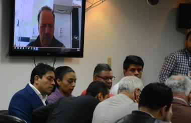 De izquierda a derecha: Bermeo, Solarte, Villamizar y Prieto. En la pantalla, Gil.