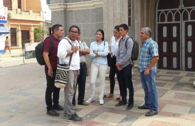 Esta es la comisión que en la mañana de ayer inspeccionó varios lugares en Sucre- Sucre donde se realizaría el martes 12  la reunión con el presidente Duque.