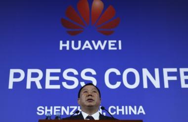 Song Liuping, vocero de Huawei, habla en la conferencia de prensa de este miércoles.
