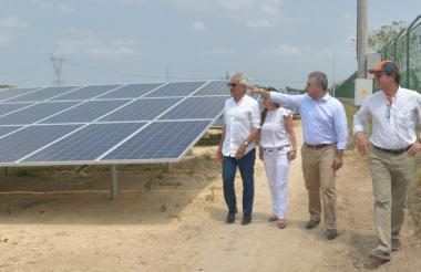 El presidente Iván Duque durante su visita a la Granja Solar Celsia en Bolívar.