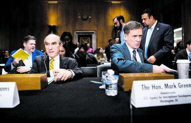 Elliott Abrams (izq.), este jueves en la sesión del Congreso.