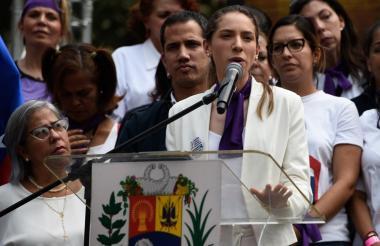 Fabiana Rosales, esposa del líder opositor Juan Guaidó, habla este viernes en Caracas durante una concentración por el Día Internacional de la Mujer.