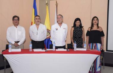 Alberto Carrasquilla, Miguel Amín, Eduardo Verano, Gloria Alonso y María V. Angulo, durante el foro regional sobre el PND realizado en Barranquilla.
