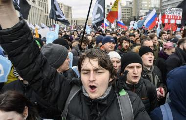 Manifestantes en el centro de Moscú, Rusia.