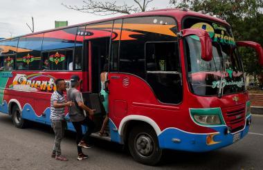 Bus que cubre la ruta Santo Tomás- Barranquilla.