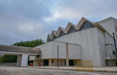 Fachada del teatro Amira De la Rosa de Barranquilla, emblema de la ciudad.