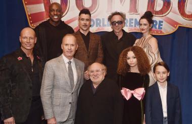 DeObia Oparei, Colin Farrell, Tim Burton, Eva Green, Joseph Gatt, Michael Keaton, Danny DeVito, Nico Parker y Finley Hobbins, en el estreno de 'Dumbo'.