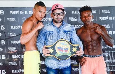 Hugo Berrío (i) defenderá su título nacional supergallo ante Argel Berrío.