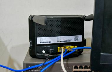 Uno de los módems instalados en la Normal de Fátima para suministrar internet a la sala de informática.