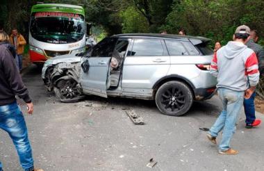 El vehículo en el que se desplazaba el jugador Johan Arango.