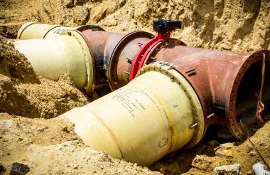 Parte de la tubería instalada para el funcionamiento del megatanque de Siete de Abril. El proyecto cuenta con unos 6,7 kilómetros de redes de suministro.