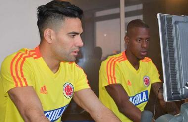 Falcao trabajando en el gimnasio junto a Borja.
