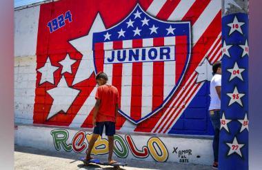 El mural dedicado a Junior está ubicado en la carrera 32 con calle 21, en el barrio Rebolo de Barranquilla.