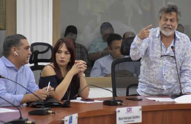 El concejal Oswaldo Díaz durante su intervención en la sesión de este lunes.
