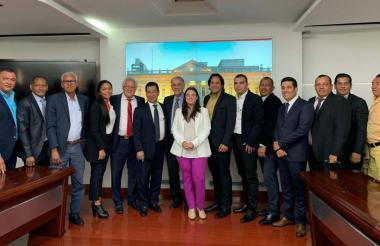 Aspecto de la reunión entre Karen Abudinen y los alcaldes de los municipios del Atlántico.