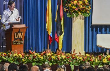 Peter Ptassek, embajador de Alemania en Colombia, durante su intervención en la Cátedra Europa.