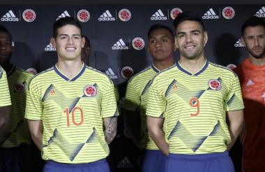 James Rodríguez y Falcao García, símbolos de la Selección Colombia, encabezaron la presentación del nuevo uniforme.
