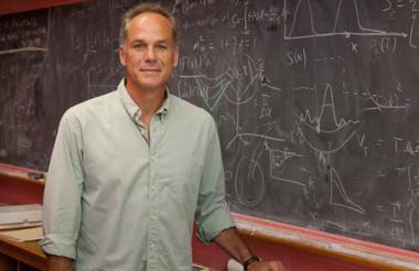 El físico teórico Marcelo Gleiser, ganador del premio Templeton, es brasilero, tiene 60 años y es padre de cinco hijos.