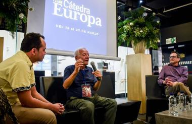 Ramón Illán Bacca y Marco Schwartz junto con Farouk Caballero en Cátedra Europa.
