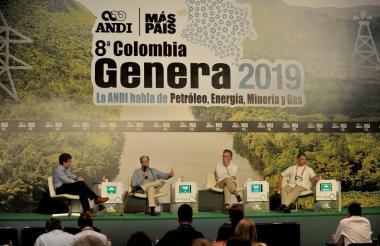 Bruce Mac Master, Francisco Lloreda, Orlando Cabrales y Alex Martínez en el foro.