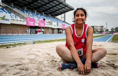 Valentina Barrios en el estadio de atletismo Rafael Cotes, luego de una jornada de entrenamientos.