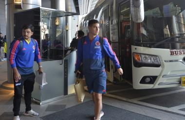James llegando al hotel.