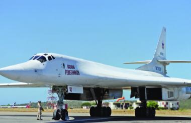 En imagen uno de los aviones que aterrizaron en Maiquetía, Caracas.