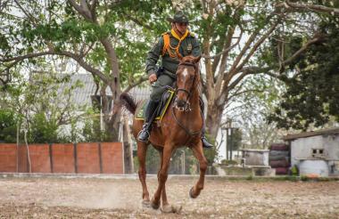 El ejemplar conserva su agilidad a la hora de correr con la dirección del patrullero Eduardo Rebollo.