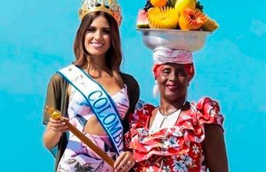 Angelina Cassiani, palenquera y vendedora de frutas, ha posado con diferentes reinas de belleza.