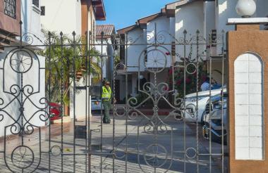La Policía hizo presencia en la casa del alcalde.