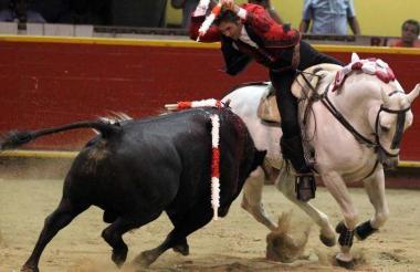 Acción durante una corrida de toros.