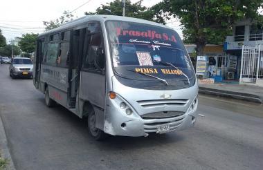 Uno de los buses de la empresa Trasalfa en ruta.