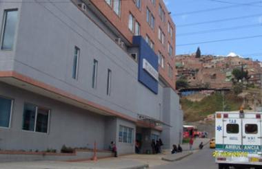 El hombre fue trasladado a este hospital de la localidad de Kennedy.