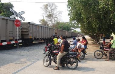 Vista del paso del tren del carbón en Aracataca.