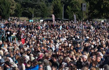 Personas durante la Ceremonia en Christchurch.