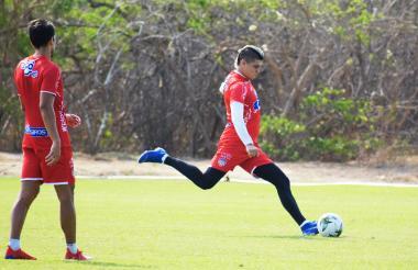 Michael Rangel durante una práctica con el Junior.