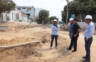 El alcalde Alejandro Char recorrió este domingo la última fase de las obras de canalización del arroyo Felicidad a la altura del barrio El Recreo.