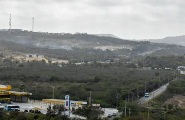 Vista del terreno ubicado entre la carrera 51B y la Vía al Mar, donde se pretende hacer expansión urbanística.